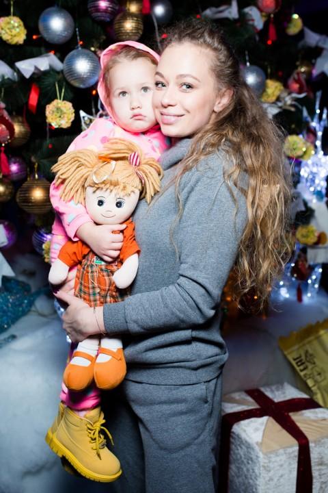 Яна Соломко с дочкой