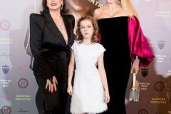 Анна Буткевич с мамой и дочкой