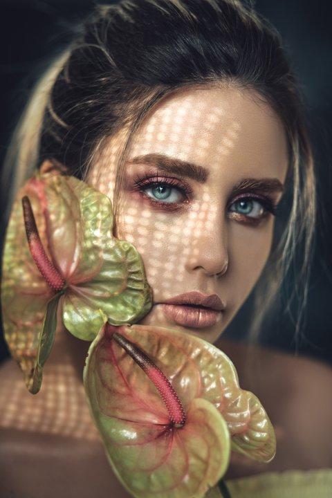 декоративная косметика и парфюмы